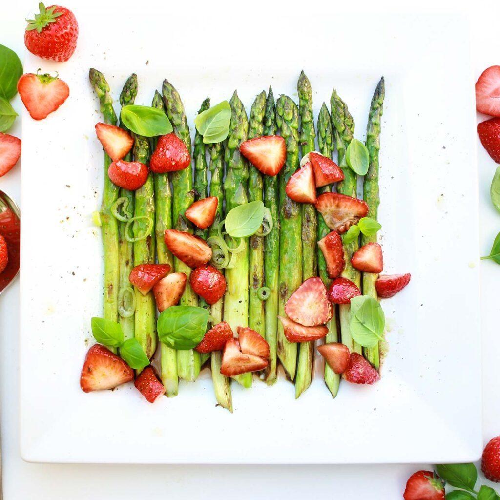 Spargel-mit-Erdbeeren