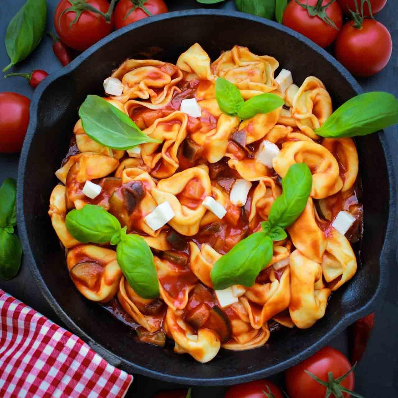 Tortelloni-in-Tomatensauce